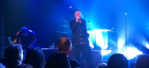 Jim Kerr lit in blue at 9:30 club