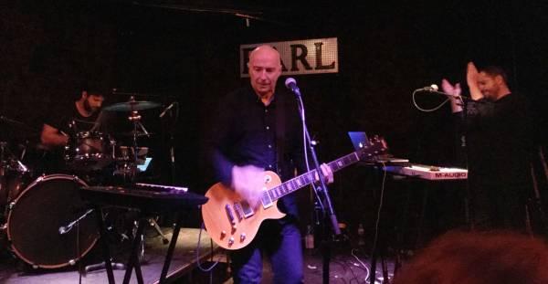 ure-band-guitar-strum