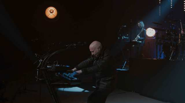 midge ure playing synths live
